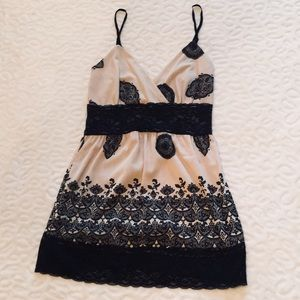 ☀️ WHBM spaghetti strap lace top nude and black XS